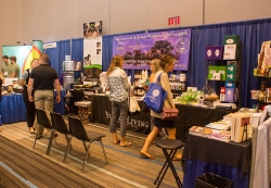 2016-youngliving-booth